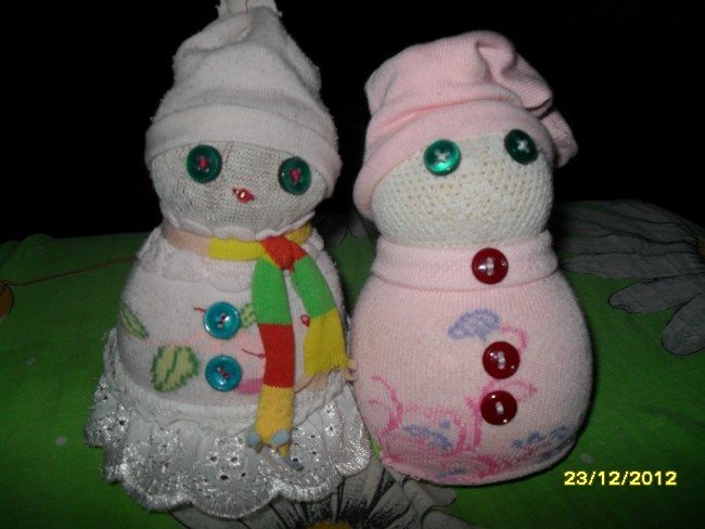 Снеговички из детских носочков