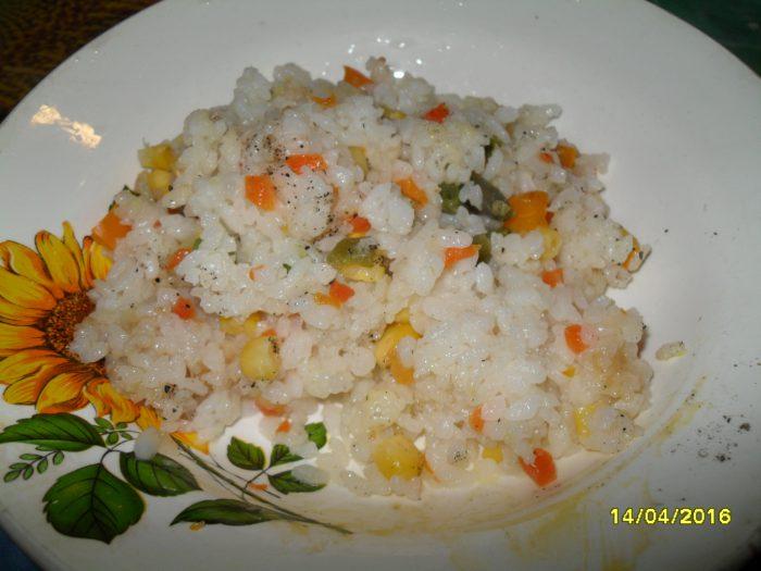 Вкусный рис с овощами