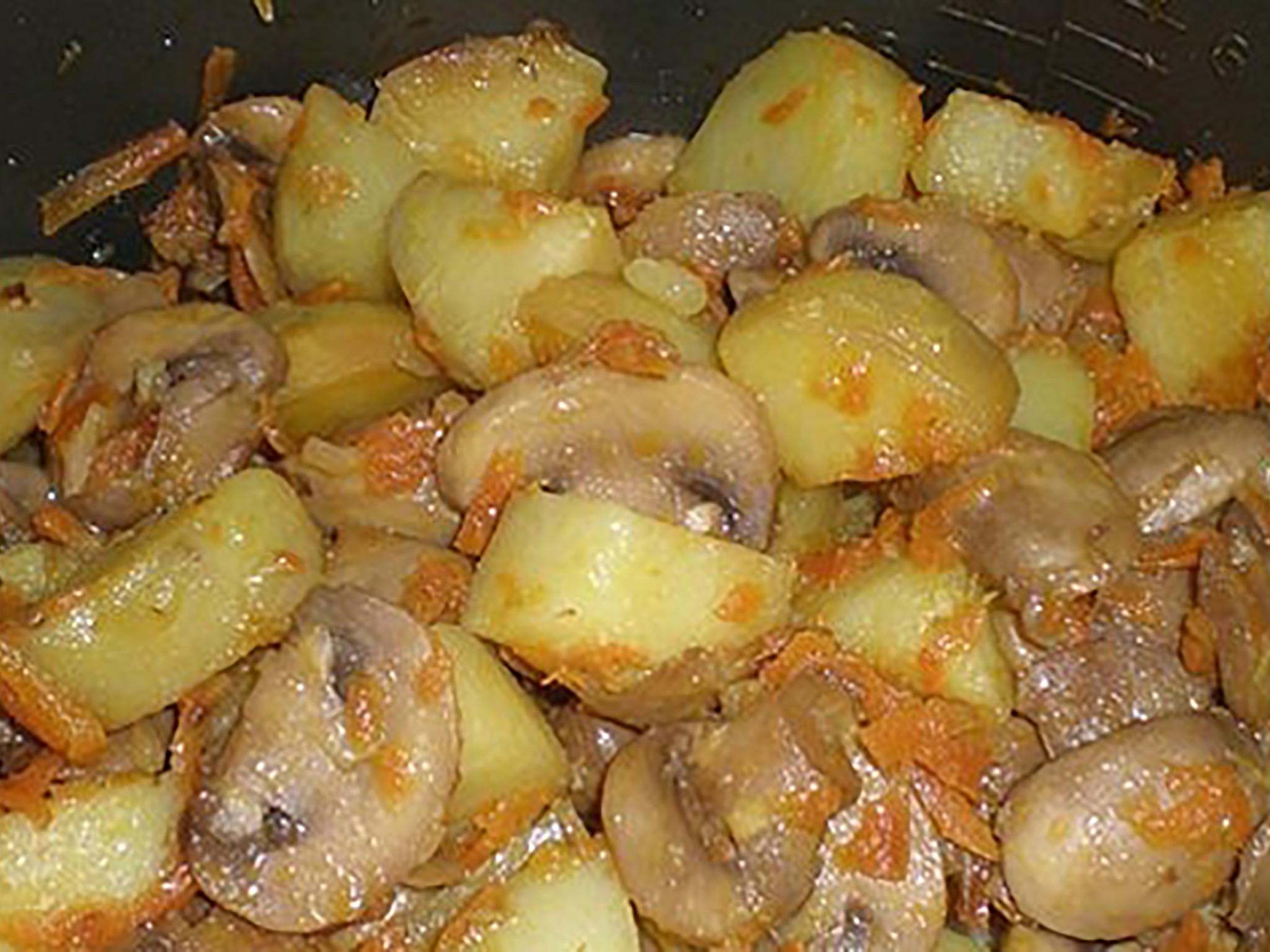 Курица с грибами и картошкой в мультиварке