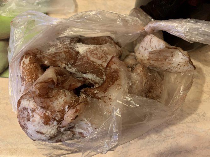 как легко очистить кальмары, как быстро очистить замороженные кальмары, как очистить кальмары +для салата, как быстро очистить кальмары замороженные неочищенные, как лучше очистить кальмары, как приготовить кальмары замороженные очищенные рецепт, как пожарить свежего кальмара, как вкусно пожарить кольца кальмара, как правильно пожарить кальмар +с луком