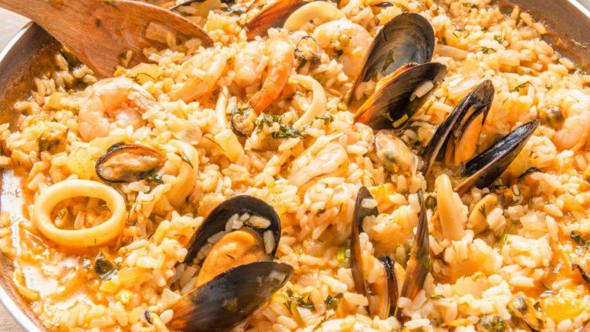 ризотто рецепт, рис с морепродуктами, рецепт с кальмарами, блюдо из морепродуктов, рис рецепт