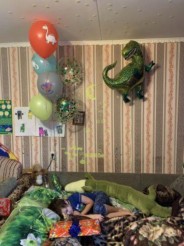 день рождения 2020, день рождения карантин, праздник в карантин, шарики с динозаврами, динозавры