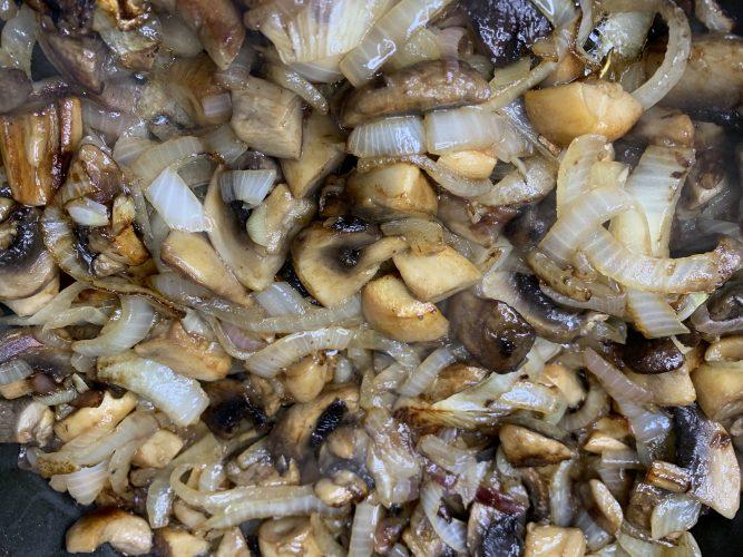 грибы, как жарить грибы, еринги, шампиньоны, грибы с луком